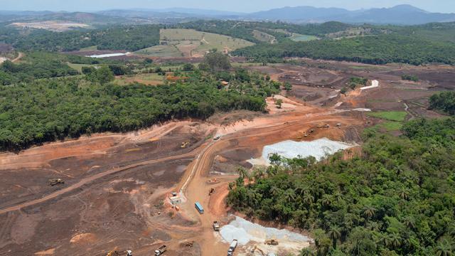Vista área da área afetada pelo rompimento da barragem de rejeitos da Mina Córrego do Feijão